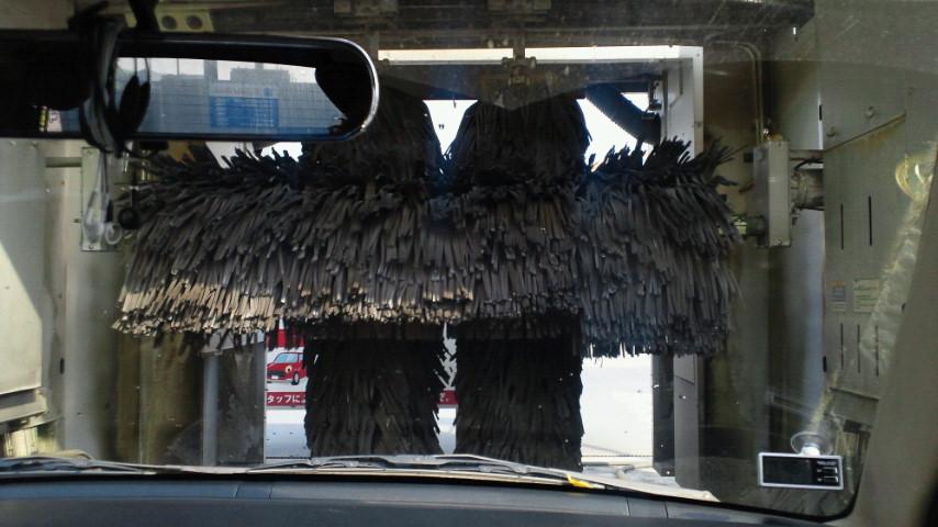 ただ今ドライブスルー洗車中(<br />  笑) 今日も暑いね〜!