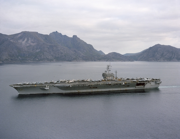 Uss_nimitz_off_norway_1986